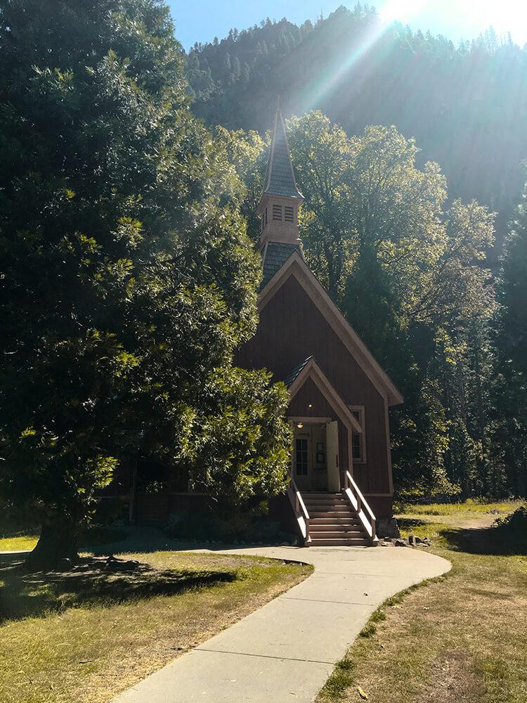 Piękna kapliczka w Yosemite